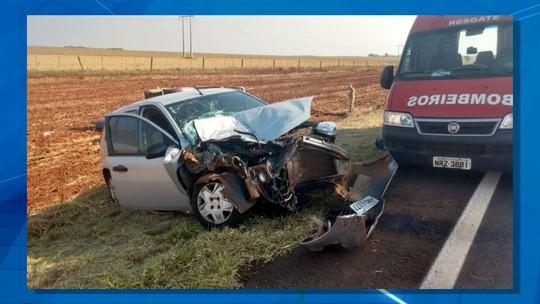 Mulher morre após carro bater na traseira de caminhonete em rodovia de MS