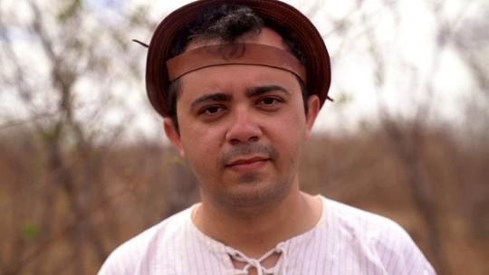 Poeta do sertão do Ceará vence prêmio Jabuti com livro independente