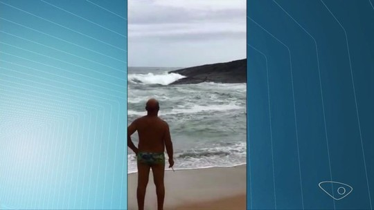 Praias de Guarapari, ES, têm 27 resgates a pessoas se afogando no mesmo dia