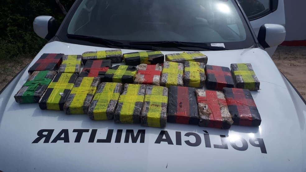 21 tabletes de drogas foram apreendidos com traficante na Grande Natal — Foto: PM/Divulgação