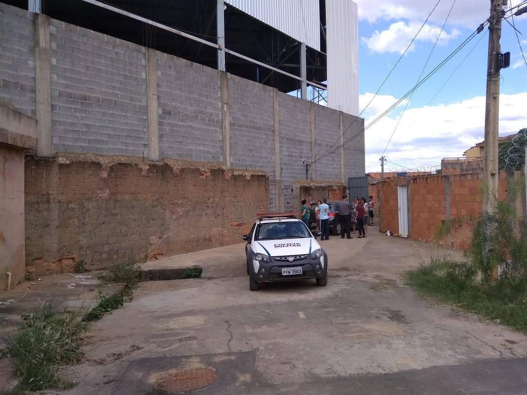 Após discussão, dono de ferro velho atira contra vizinhos em Montes Claros; veja vídeo - Noticias