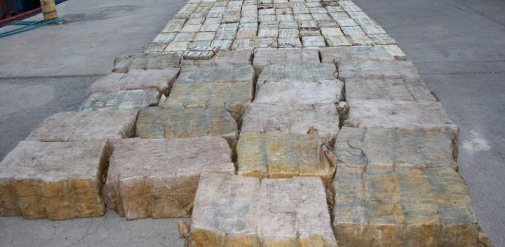 Mais de duas toneladas de cocaína eram transportadas em embarcação que foi apreendida em Cabo Verde  — Foto: Polícia Judiciária de Cabo Verde