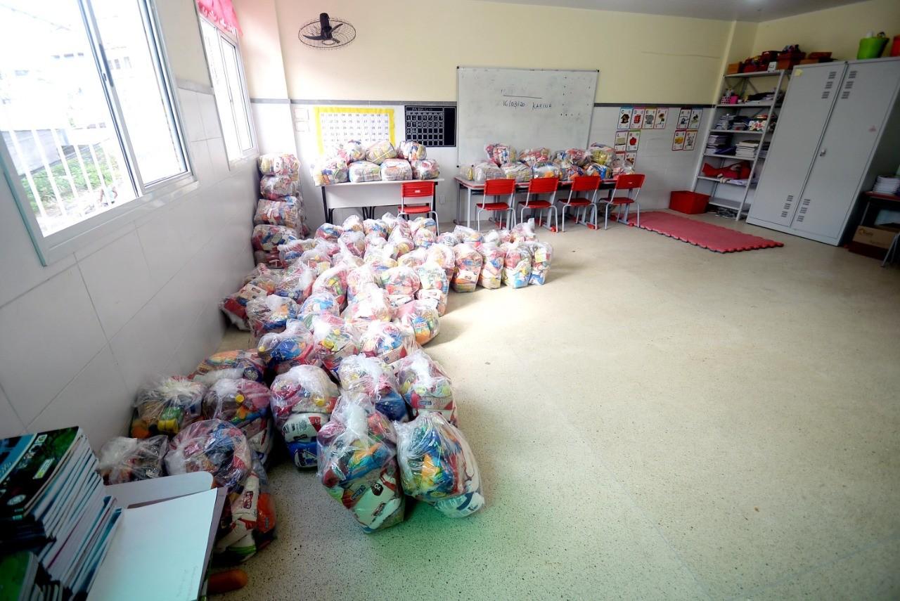 Prefeitura de Salvador inicia nova etapa de entrega de cestas básicas para alunos na segunda-feira; confira cronograma