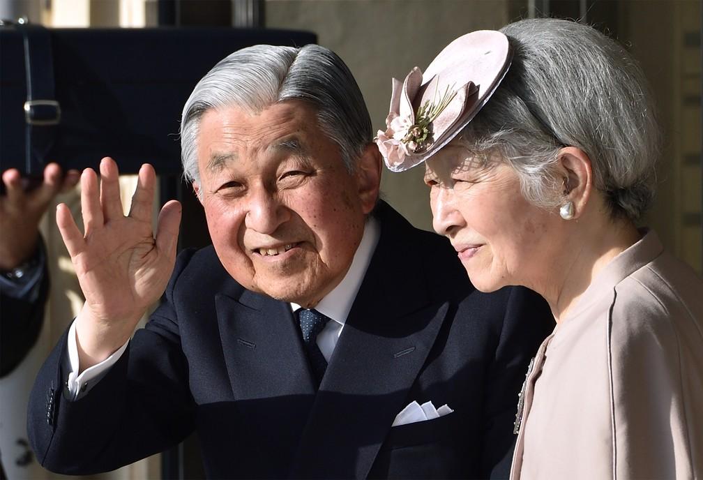 Imperador Akihito e a imperadora Michiko em visita ao Grande Templo de Ise, no dia 18 de abril. — Foto: Kazuhiro Nogi / POOL /AFP
