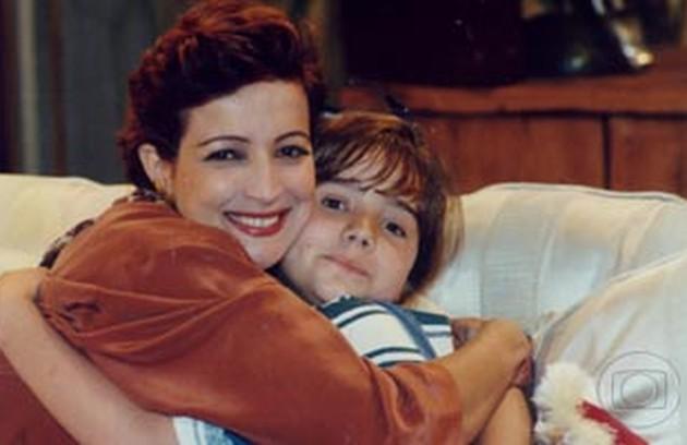 Em 'Quatro por quatro' (1994), de Carlos Lombardi, a atriz era a menina Ângela.  Betty Lago, na foto,  era Abigail na novela (Foto: Reprodução)