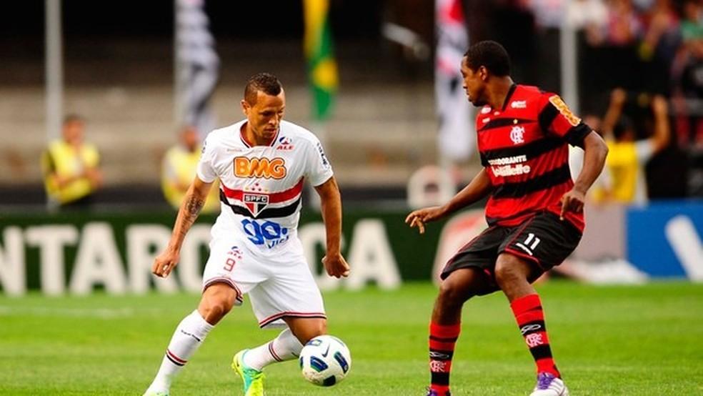 Renato Abreu no jogo contra o São Paulo em 2011. Jogo marcou volta de Luís Fabiano — Foto: Marcos Ribolli/GLOBOESPORTE.COM
