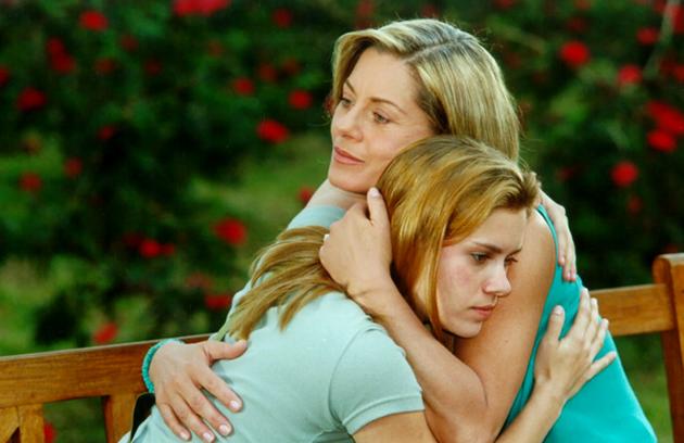 Helena (Vera Fischer) foi mãe de Camila (Carolina Dieckmann) em 'Laços de família'. Abriu mão de Edu (Reynaldo Gianecchini) pela filha e aceitou engravidar de Pedro (José Mayer) para salvar a vida da moça, que precisava de um transplante de medula (Foto: TV Globo)