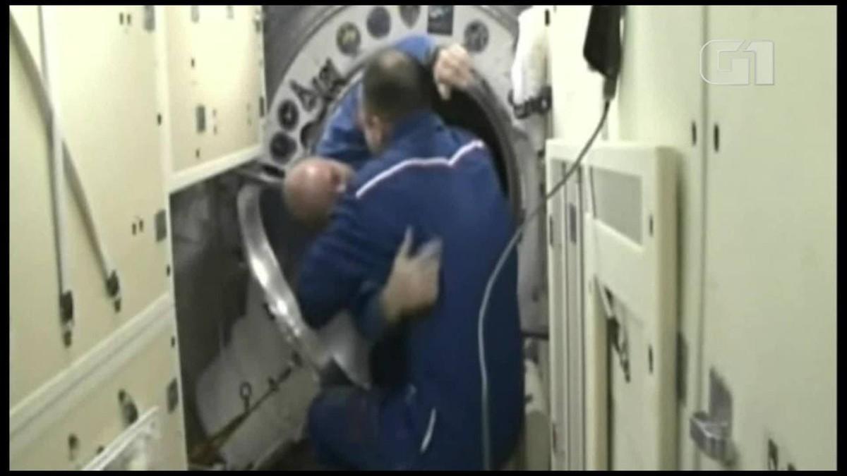 Astronautas japonês, russo e americano chegam à Estação Espacial
