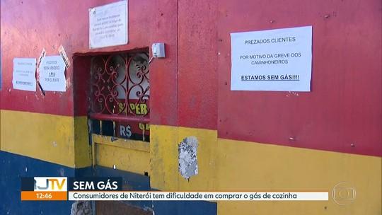 Comerciantes cobram quase 4 vezes pelo gás em Niterói devido à greve de caminhoneiros