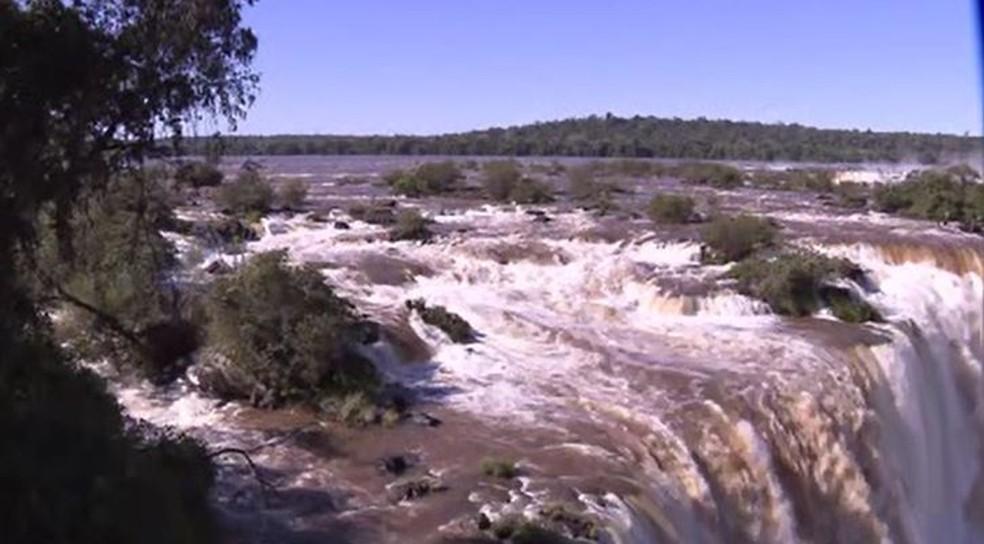 Após mais de um ano, vazão das Cataratas passou de 2 milhões de litros de água por segundo — Foto: Zito Terres/RPC