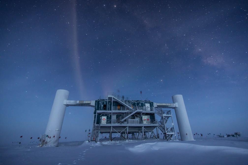 Observatório Cubo de Gelo no Pólo Sul (Foto: NSF)