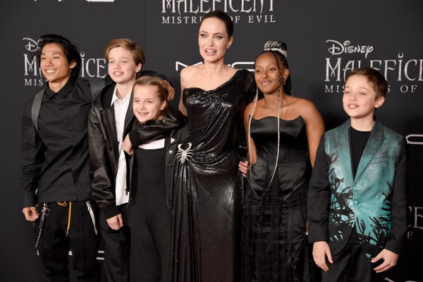 Pax Thien, Shiloh Nouvel, Vivienne Marcheline, Angelina Jolie, Zahara Marley, Knox Leon Jolie-Pitt at the premiere of Maleficent: the mistress of Evil (2019) (photo: Getty Images)