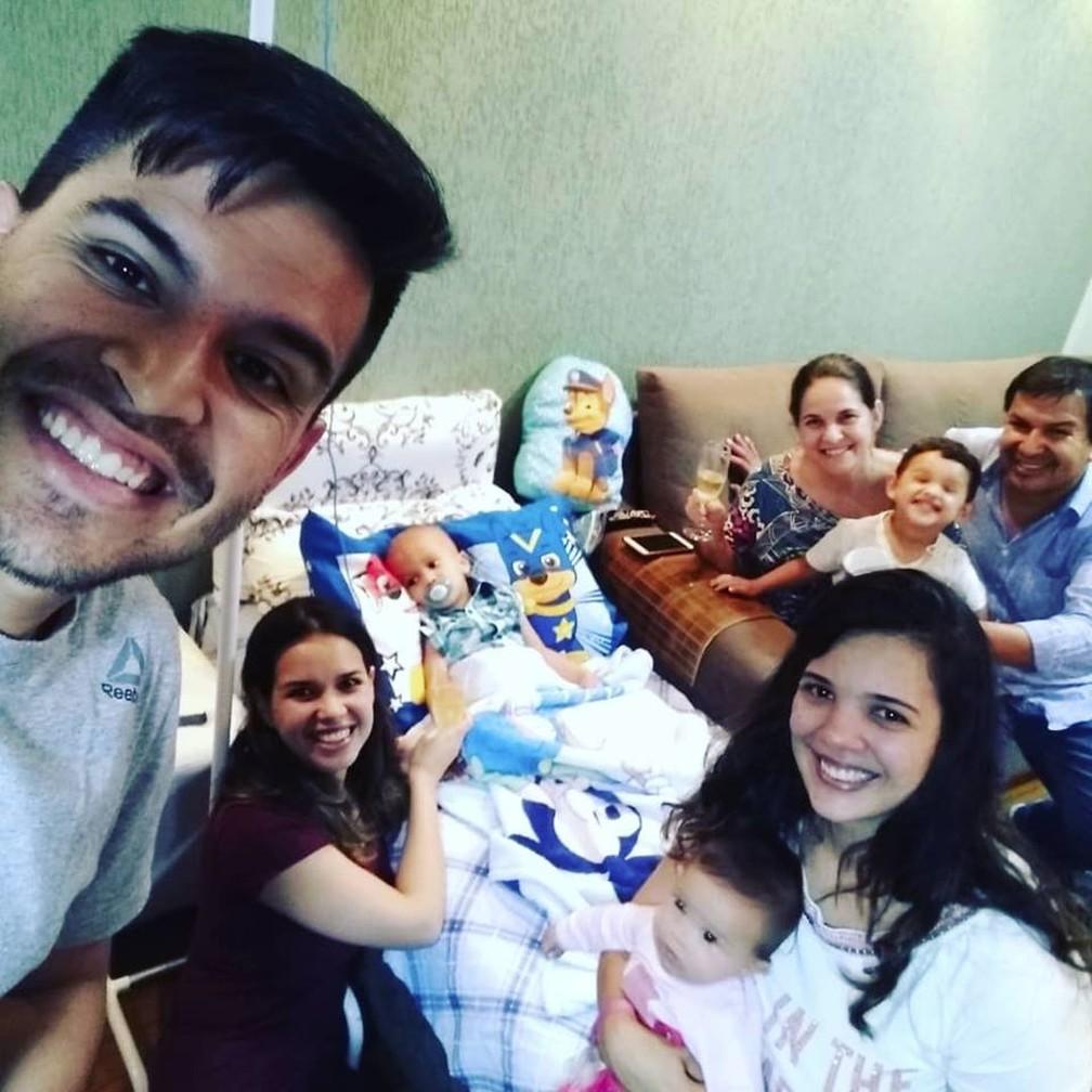 Menino ferido em grave acidente recebe alta após 37 dias na UTI — Foto: Arquivo pessoal/Melina Gasques