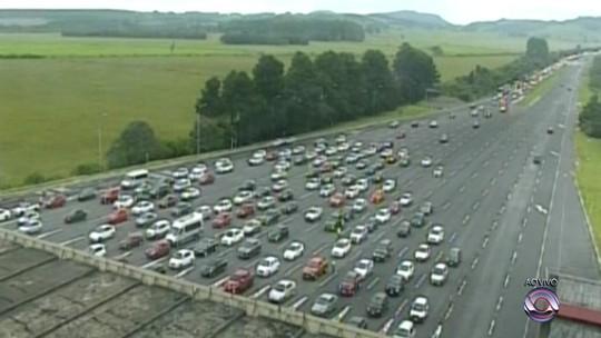 Sábado de carnaval tem fluxo intenso na ida ao Litoral Norte do RS pela freeway