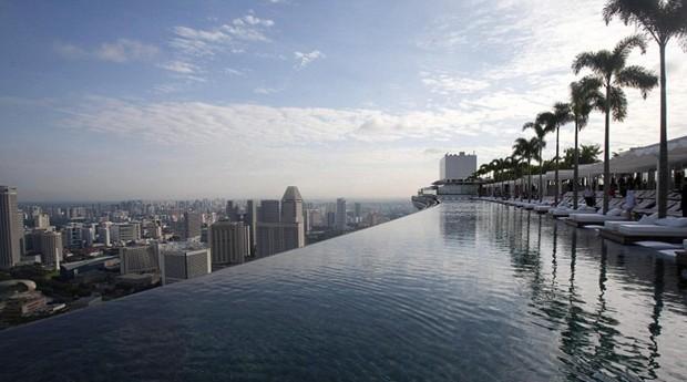 Piscina oferece uma linda vista da Cidade de Cingapura (Foto: Divulgação)