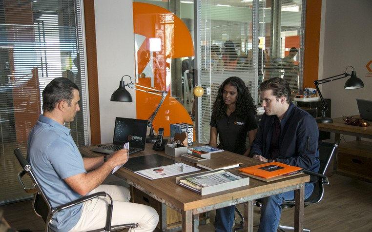 Caio e Joana ficam ansiosos com o resultado (Foto: Isabella Pinheiro/Gshow)