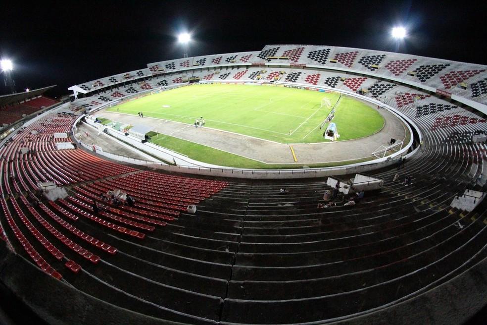 Jogo entre Santa Cruz e ABC do Rio Grande do Norte aconteceu no Estádio do Arruda, na Zona Norte do Recife (Foto: Marlon Costa/Pernambuco Press)