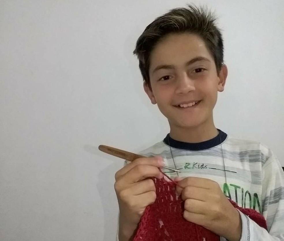 Junior grava e posta vídeos toda semana nas redes sociais (Foto: Arquivo Pessoal/Denise Vieira)