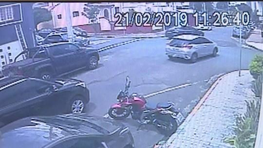 Vídeo flagra tentativa de sequestro e fuga de criminosos pela contramão em Piracicaba