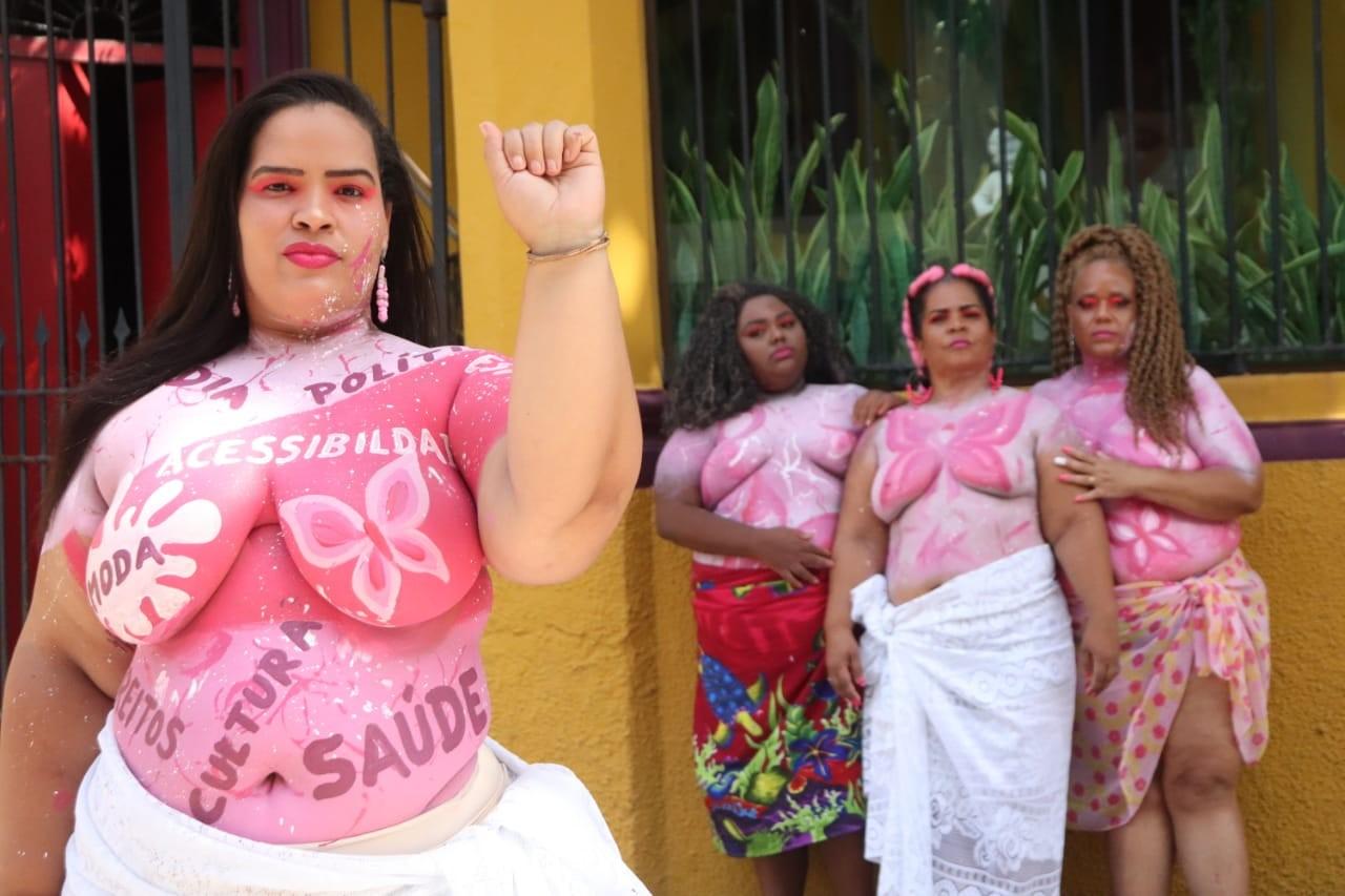 'Movimento Vai Ter Gorda' realiza ensaio fotográfico nas ruas de Salvador sobre a importância da prevenção do câncer de mama