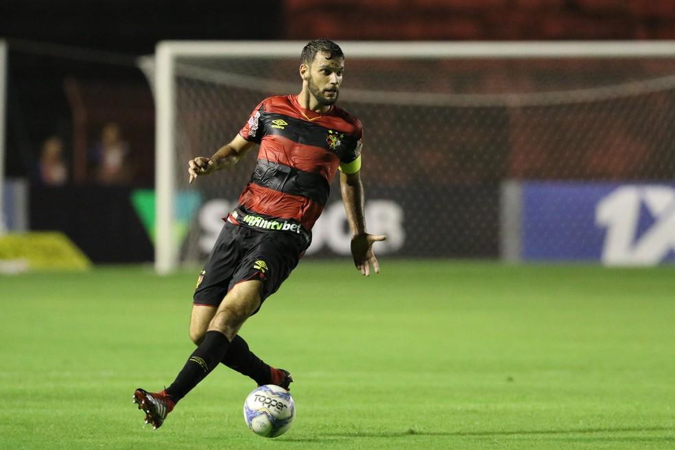 Rafael Thyere vestiu a braçadeira de capitão do Sport — Foto: Marlon Costa / Pernambuco Press
