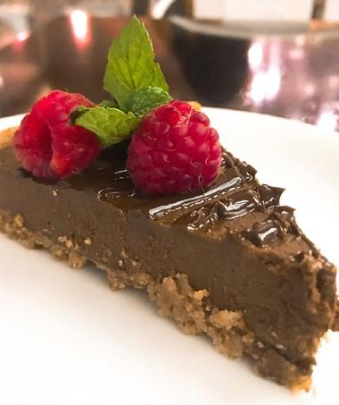 Torta-fit-mila-cozzi-chocolate-frutas-vermelhas (Foto: Divulgação)