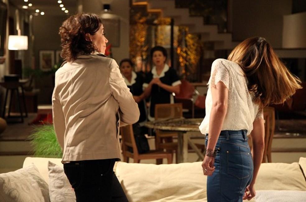 Maria Marta (Lilia Cabral) bate em Danielle (Maria Ribeiro) após discussão - 'Império' — Foto: Carol Caminha/Globo