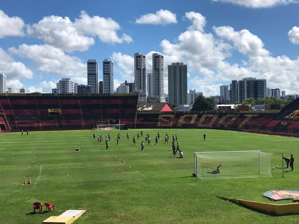 Corinthians treinou na Ilha do Retiro na manhã deste sábado (Foto: Bruno Cassucci)