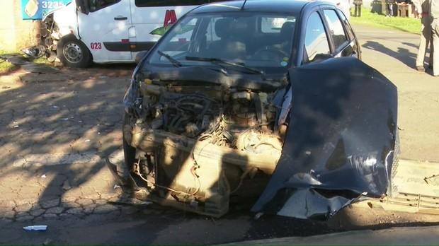 Acidente entre carro e van mata pedestre, em Ponta Grossa