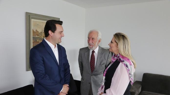 Ratinho Junior e Cida Borghetti se encontram para a 1ª reunião de transição  de governo  f0b59282a18