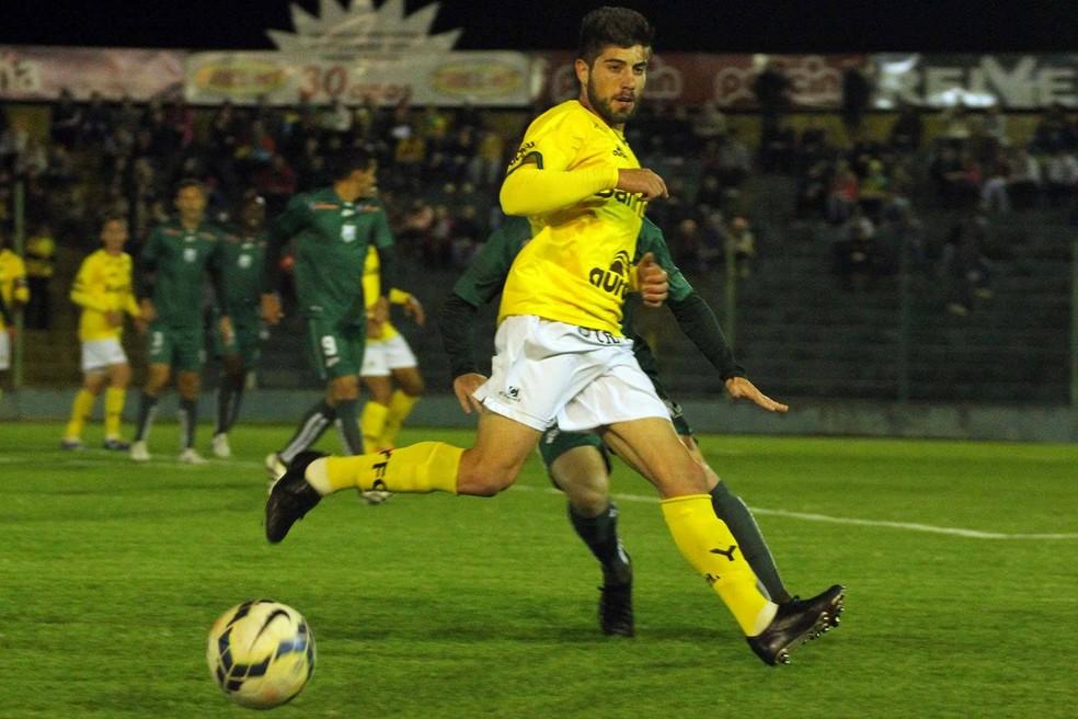 Robson é volante e tem passagens de destaque pelo Ypiranga — Foto: Divulgação/Ypiranga F.C.