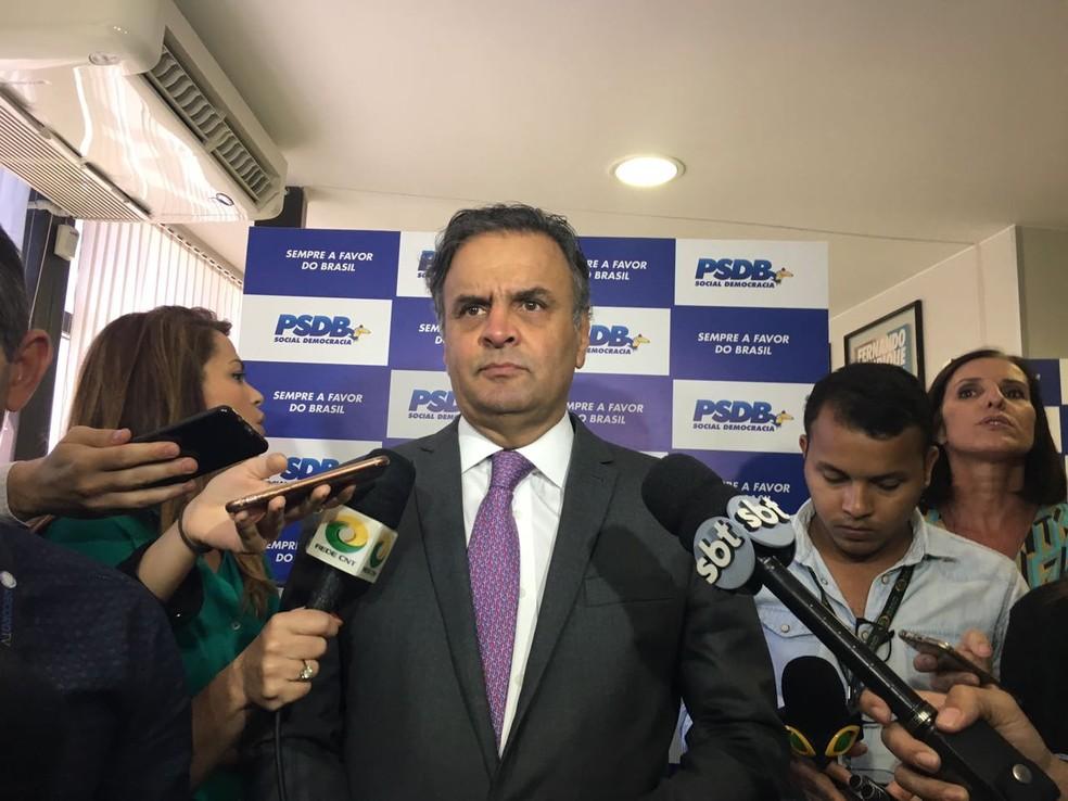 Aécio Neves concedeu entrevista coletiva após participar de reunião da executiva nacional do PSDB (Foto: Alessandra Modzeleski)