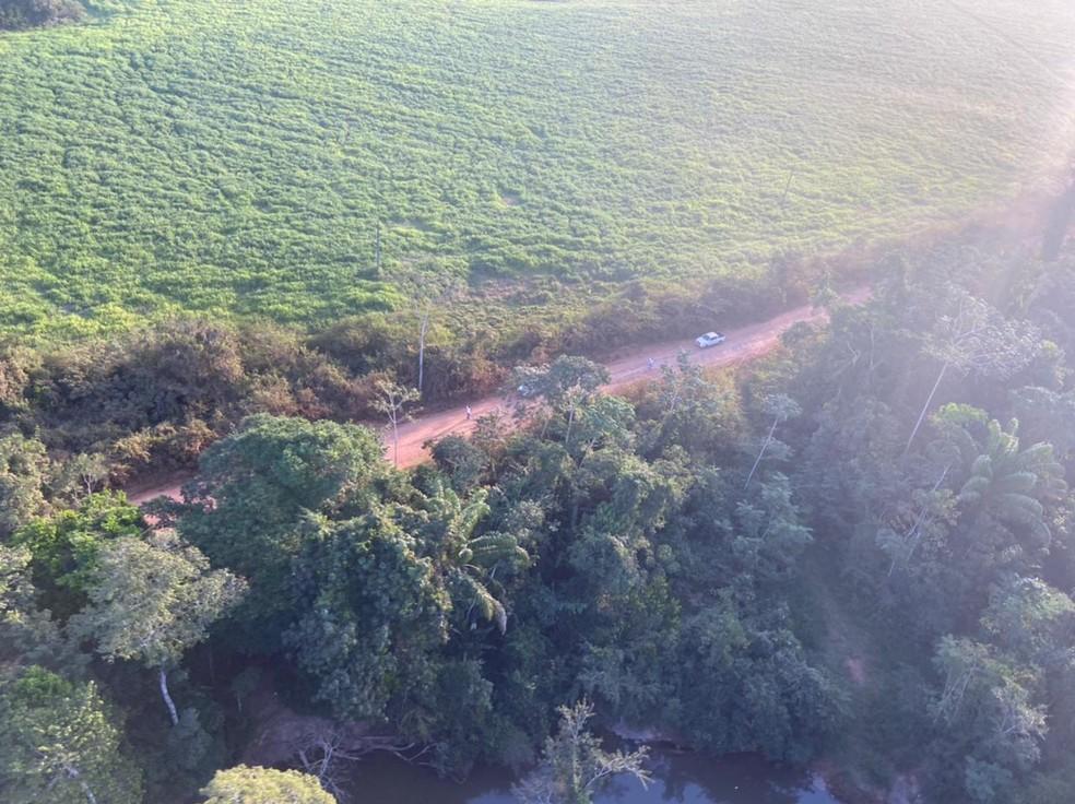 Aeronave do Ciopaer ajuda nas buscas na mata por assaltantes em Nova Bandeirantes — Foto: Ciopaer