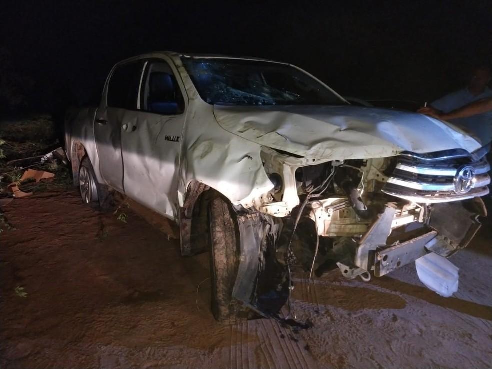 Carro ficou destruído após ser roubado e capotado por criminosos na Grande Natal — Foto: Divulgação