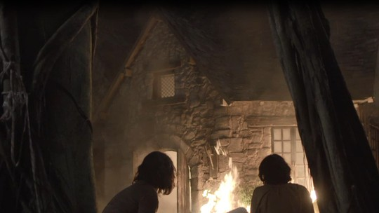 Afonso escapa de incêndio e salva Samara e Levi