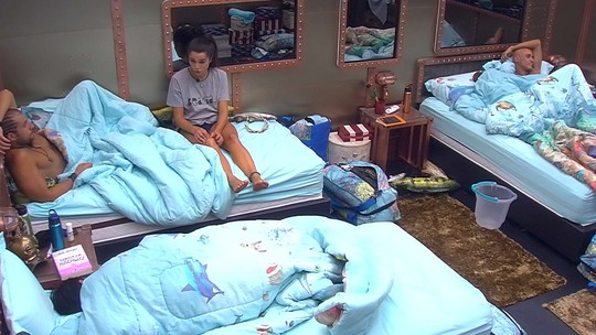 Paula cogita casamento com Breno e diz: 'Jéssica vai ser a madrinha'