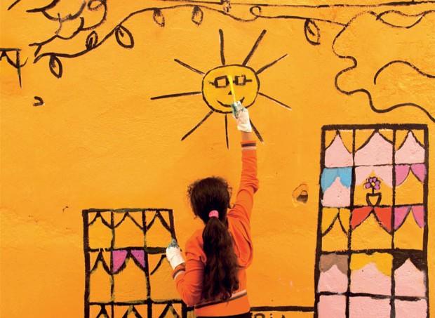 """As fachadas do bairro do Glicério, em São Paulo, foram decoradas por iniciativa do projeto """"Cidade que brinca"""". (Foto: Divulgação)"""