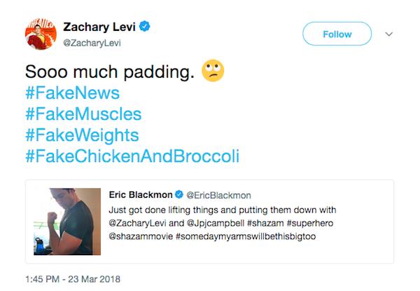 O ator Zachary Levi ironizando as alegações de que seus músculos em Shazam! seriam falsos (Foto: Twitter)