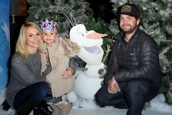 O apresentador de TV Jack Osbourne, filho de Ozzy Osbourne, com sua ex-esposa e uma de suas três filhas (Foto: Getty Images)