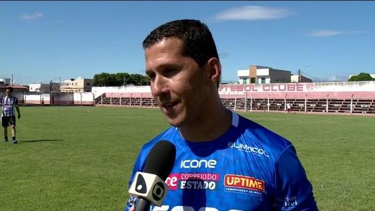 Fabiano Eller se despede do futebol ao lado de campeões mundiais pelo Internacional