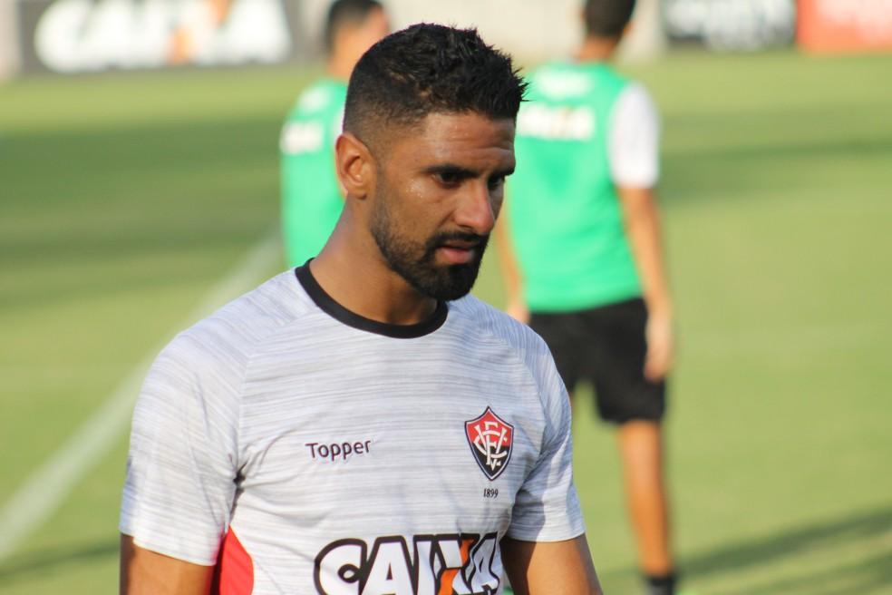 Santiago Tréllez quer trocar o Vitória pelo Corinthians (Foto: Maurícia da Mata / Divulgação / EC Vitória)