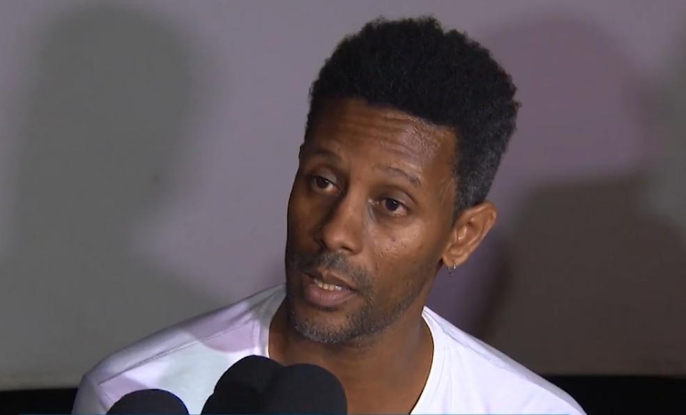 Baleado ao ser confundido com assaltante, ator diz ter sofrido preconceito da polícia por ser negro (Foto: Reprodução/TV Bahia)