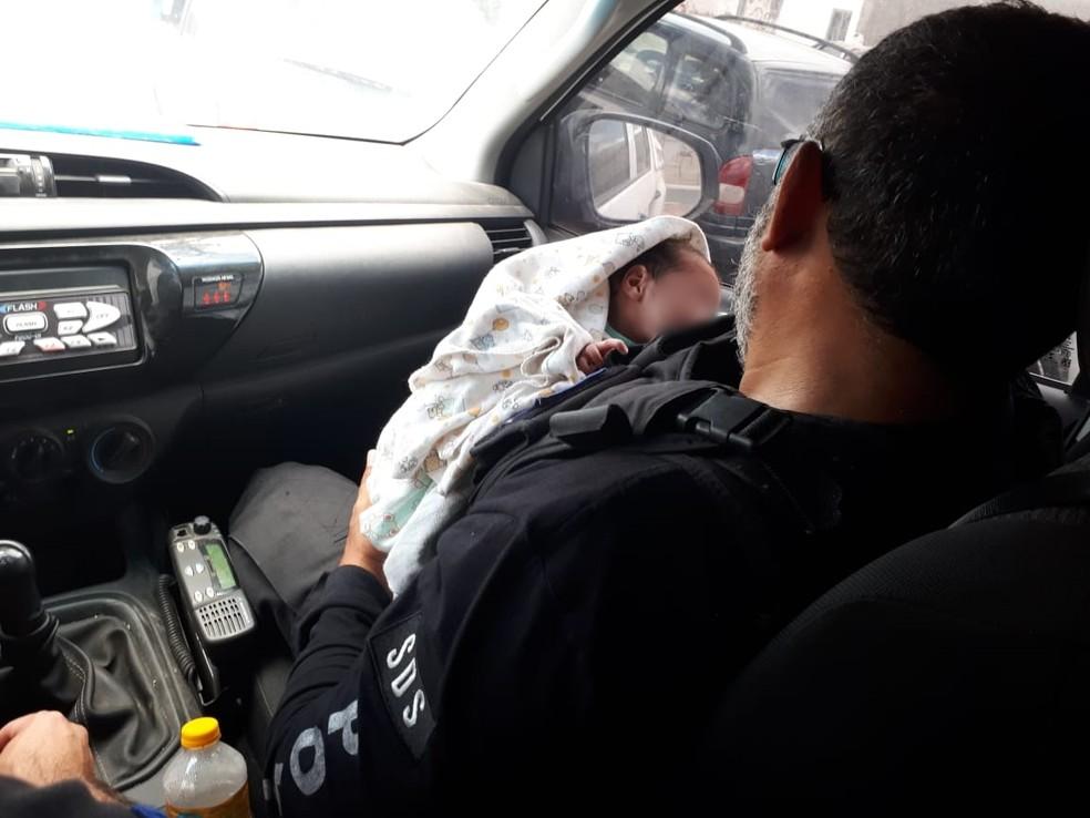 Bebê prematuro que estava tentando ser vendido pela mãe foi resgatado pela Polícia Civil, em Caruaru — Foto: Polícia Civil/Divulgação
