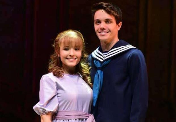 Larissa Manoela e Leo Cidade caracaterizados para a peça A Noviça Rebelde (Foto: AgNews)