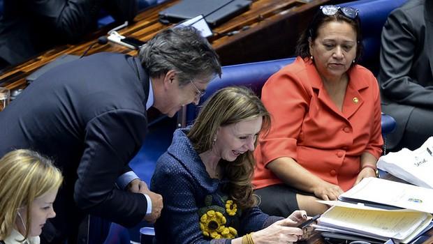 Cássio Cunha Lima (PSDB-PB), Vanessa Grazziotin (PCdoB-AM)  e Fátima Bezerra (PT-RN) (Foto: Ana Volpe/Agência Senado)