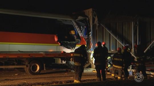 Morre passageira de ônibus que bateu em treminhão na rodovia Castello Branco