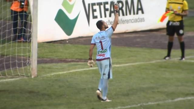 Goleiro André Luiz comemora: Toledo na final