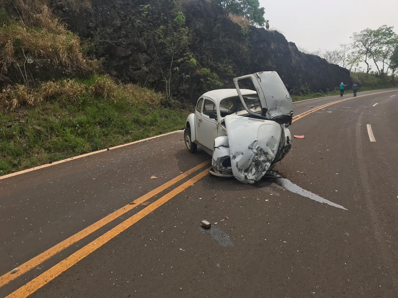 Idoso morre após perder controle da direção e bater carro contra pedras, na BR-158  - Notícias - Plantão Diário