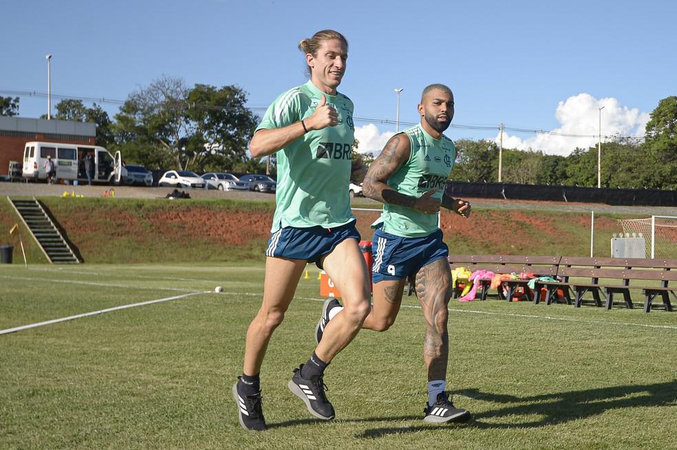 Filipe Luís e Gabigol no treino em Brasília — Foto: Alexandre Vidal/Flamengo