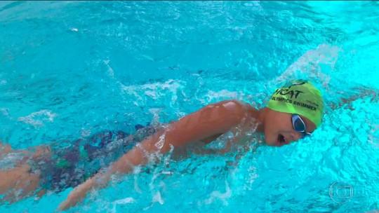 "Após bater recorde de Phelps, ""superman"" de 10 anos perde piscina onde treinava"